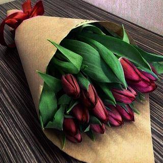 Букет цветов Тюльпаны красные в Крафте