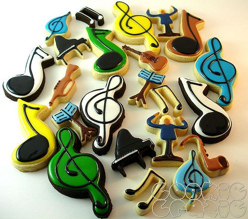 Music cookies! How great would this be as a band booster bake sale fundraiser? Or reception snacks at a recital! Awesome.