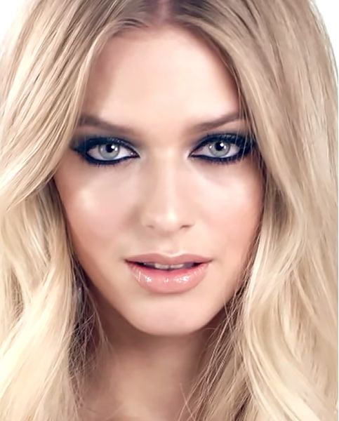 The Rock Chick Look by Charlotte Tilbury. Click to view the full step-by-step makeup tutorial for this look at www.CounterCulture.studio