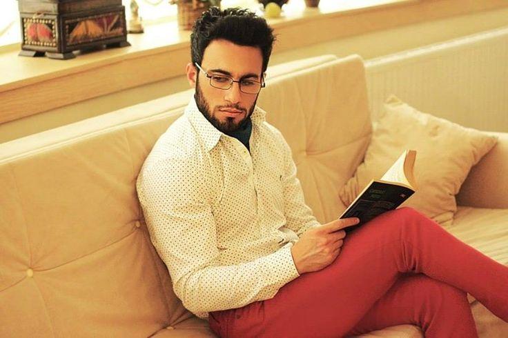 beyaz pamuk gömlek   kırmızı Pantolon