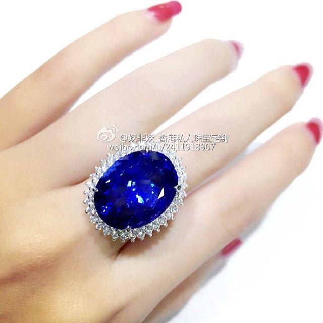"Tanzanite# ring#坦桑石两用款戒指吊坠,白金钻石镶嵌一颗18ct多的Block_D色坦桑石!深邃的蓝色,就像《泰坦尼克号》中那一枚独一无二的""海洋之心""瞬间打动人心!#ring #ringlover #jewelry #jewelrylover #tanzanite #fashionstyle #tanzanitering #tanzaniteblue #gemstone #fashionjewelry #diamond #diamondlove #fashion #diamondjewelry #lady #necklace #tanzanitnecklace #blue #heartofthesea"