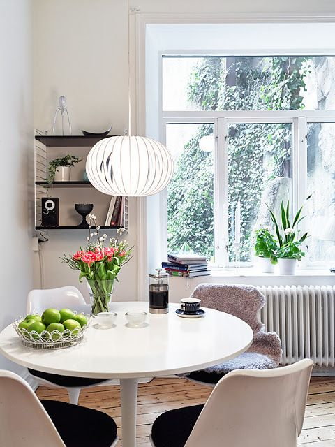 Tulip chairs / dining table. Stadshem
