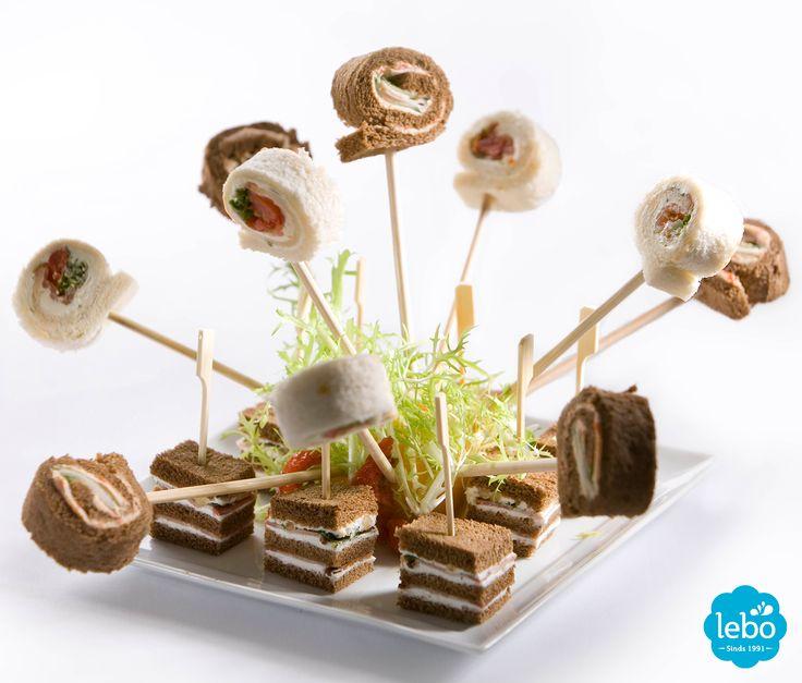 Mini sandwiches met Lebo Sweet Pepper roomkaas, verse geitenkaas en spek