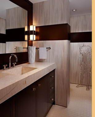 Barna-drapp fürdőszoba, szobainassal