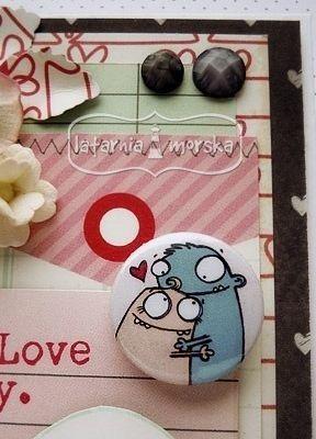 zakochana para :-)   http://www.hurt.scrap.com.pl/plakietki-ozdobne-flair-buttons-zakochane-potworki.html