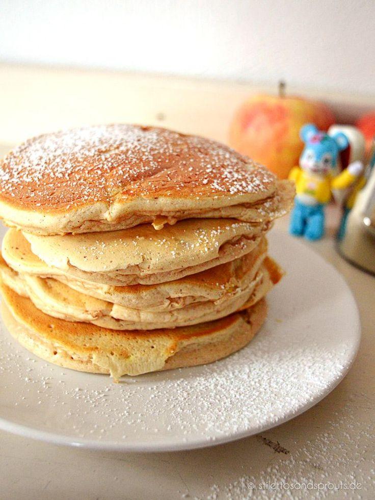 Rezept für herbstliche Apple Pancakes mit Zimt nach einem Basis-Rezept von Jamie Oliver. Für herrlich fluffige Pancakes, schön dick, mit Apfel-Zimt-Note.