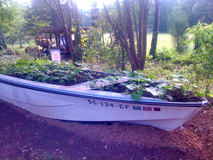 Old boat planter done it pinterest boats planters for What to do with an old boat