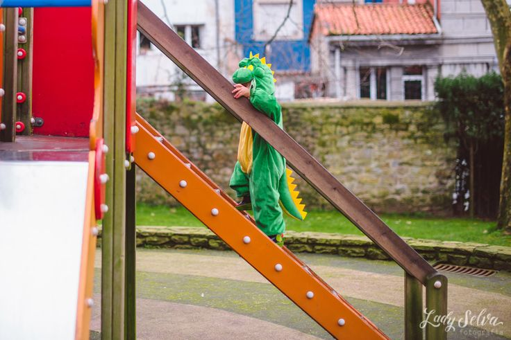 Sesión fotográfica de Carnaval: Un dinosaurio muy fiero. Sesión de fotos de Carnaval. Antroxu. Lady Selva Fotografia.