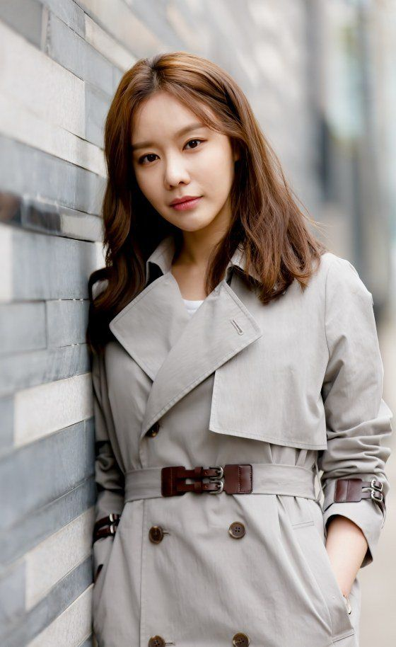 김아중 (Kim Ah Joong, 金亞中), born on October 16, 1982
