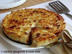 Lo sformato di cavolfiore con besciamella e bacon è una ricetta saporita e delicata. Un piatto gratinato al forno per far mangiare le verdure ai bambini!