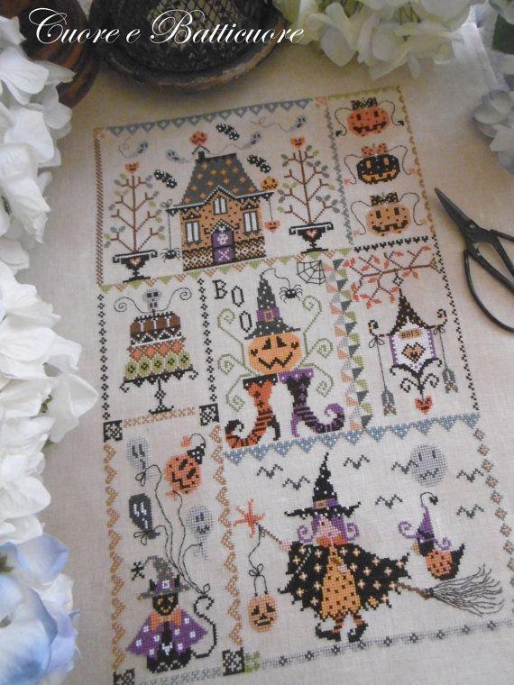 Stich-Count 160 x 240  Eine Regelung in der Halloween interpretiert wird, wie eine bunte, Quilt, Kürbisse, eine kleine Hexe mit ihrem magischen Besen, Fledermäuse und ein Geisterhaus bestickt  Auf Wunsch können Sie das Muster im PDF-Format kaufen, Sie erstattet sofort für den Versand