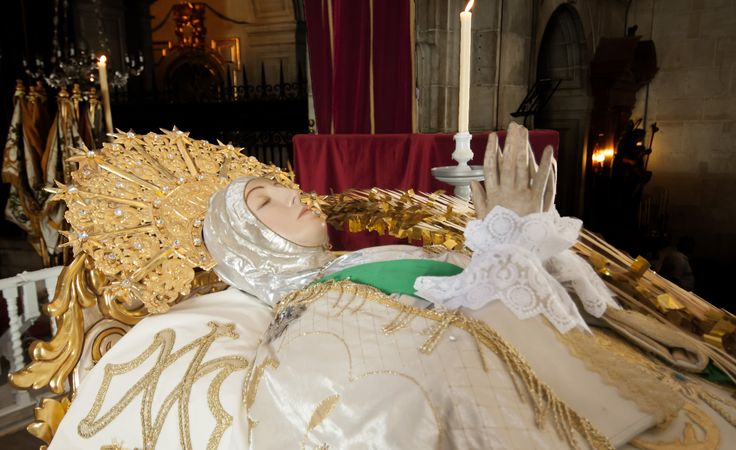 La Virgen yacente #María  #MisteridElx Foto: Sixto Marco