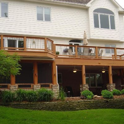 Tucked under the left end of this deck in Des Moines western suburb, West Des Moines, is a screened porch area. All custom designed and built by Archadeck, builder of custom screened porches in Des Moines area.