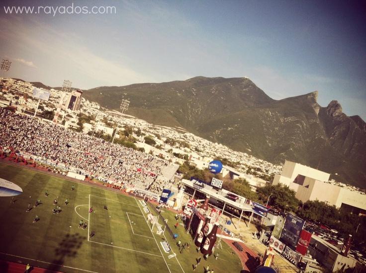 En la Cancha del Estadio Tecnológico #Rayados salió a calentar con el apoyo de la Mejor Afición de México en el inicio de la Liga MX