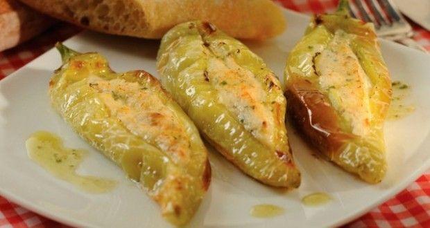 Πιπεριές κέρατα, με τυριά και κρέμα γάλακτος. – Timeout.gr