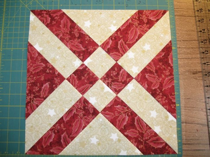 Quilt Patterns Using 12 Inch Squares : Sondra Millard Mojoquiltdesigns: This block is fun! I cut the starter squares at 10.5 inches and ...