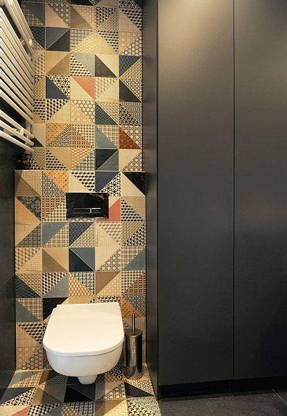 Mieszkanie w Katowicach; proj. MUSK Collective Design. Kolorowa mozaika w łazience.