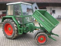 This has to be a pretty handy tractor: Fendt GT 275