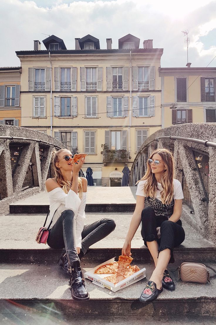 Never not eating pizza when in Italy I Milan: http://www.ohhcouture.com/2017/03/monday-update-45/ #ohhcouture #leoniehanne