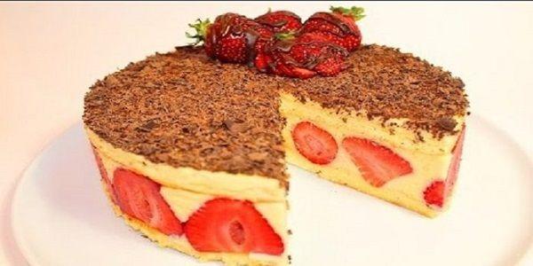 Не торт, а произведение кулинарного искусства, который съедается быстрее, чем готовится! Сочный, пропитанный бисквит, нежнейший ванильный крем и вкусные-вкусные свежие клубнички — объедение!