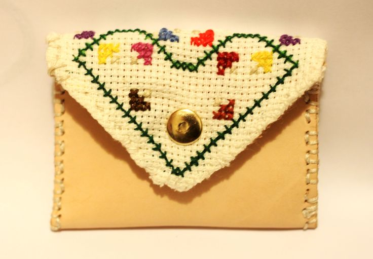 Leather coin purse   Vegetable tanned leather, Natural color,  Thickness is 2,0-2,4 mm  #leather #vegetableleather #crossstitch