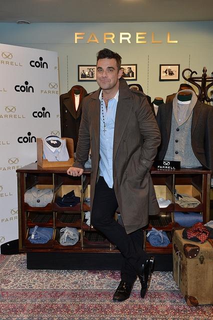 Robbie Williams wears Farrell