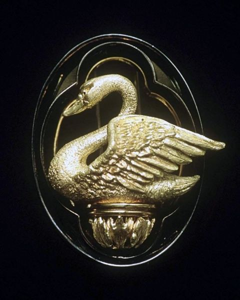 Swan brooch, 18 karat yellow gold...sterling silver  Kevin Crane