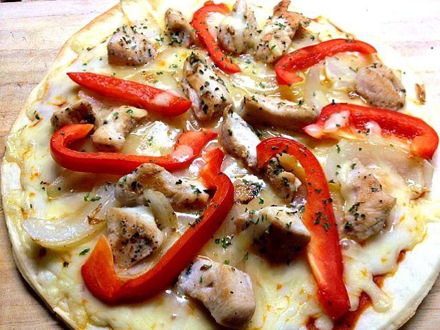 レシピとお料理がひらめくSnapDish - 31件のもぐもぐ - バジルチキン、パプリカ、と甘い玉ねぎピザ ☆ Pizza with basil chicken, red bell pepper, and sautéed onions by madcar