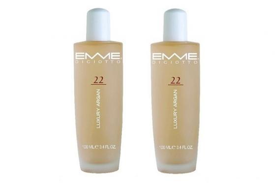 Kunne du godt tænke dig, at få silkeblødt og glansfuldt hår? I dag kan du spare 50% på 2 stk. luksus Argan Oil på 100 ml. fra Emme Diciotto! Forkæl dig selv og dit hår, med denne fantastiske Argan Oil, som efterlader dit hår smukt, velplejet og med en super flot glans. Få 2 stk. Argan Oil for kun 299,- inkl. levering! Kan købes her: http://dealhunter.dk/produkt/spar-50-paa-2-stk-argan-oil-fra-emme-diciotto.html