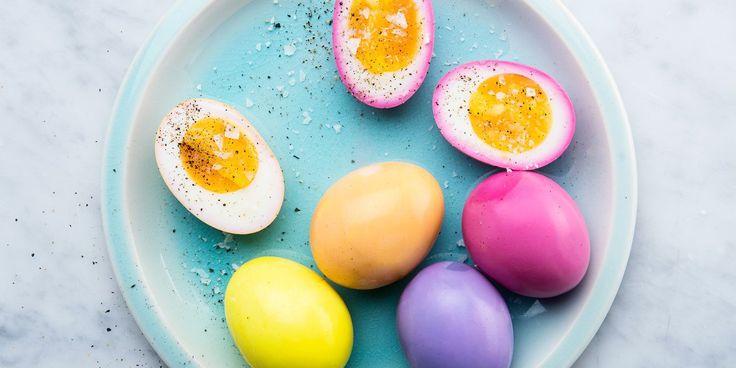 Es könnte kein Osterfest ohne bunt gefärbte Eier geben! Ostereier sind der traditionelle Schmuck zu Ostern....