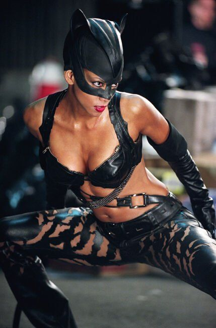"Still of Halle Berry in ""Catwoman"" (2004)"