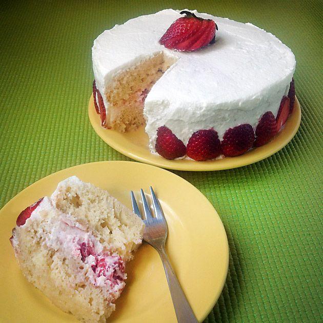 Prepare-se para conhecer o bolo de aniversário mais rápido e mais delicioso do mundo (sem glúten)
