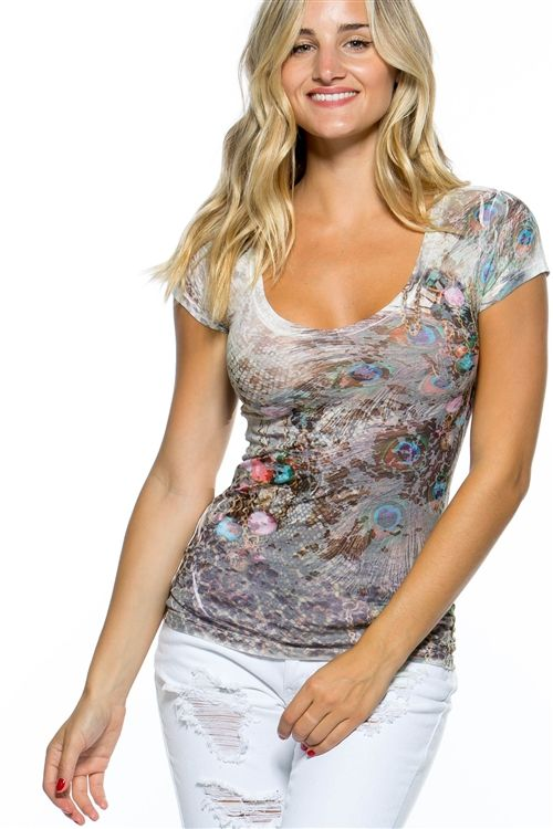 THIS WHITE TOP SHORT SLEEVES FEATURES A TIE DRY PRINT AND A DEEP-V NECKLINE MODEL…