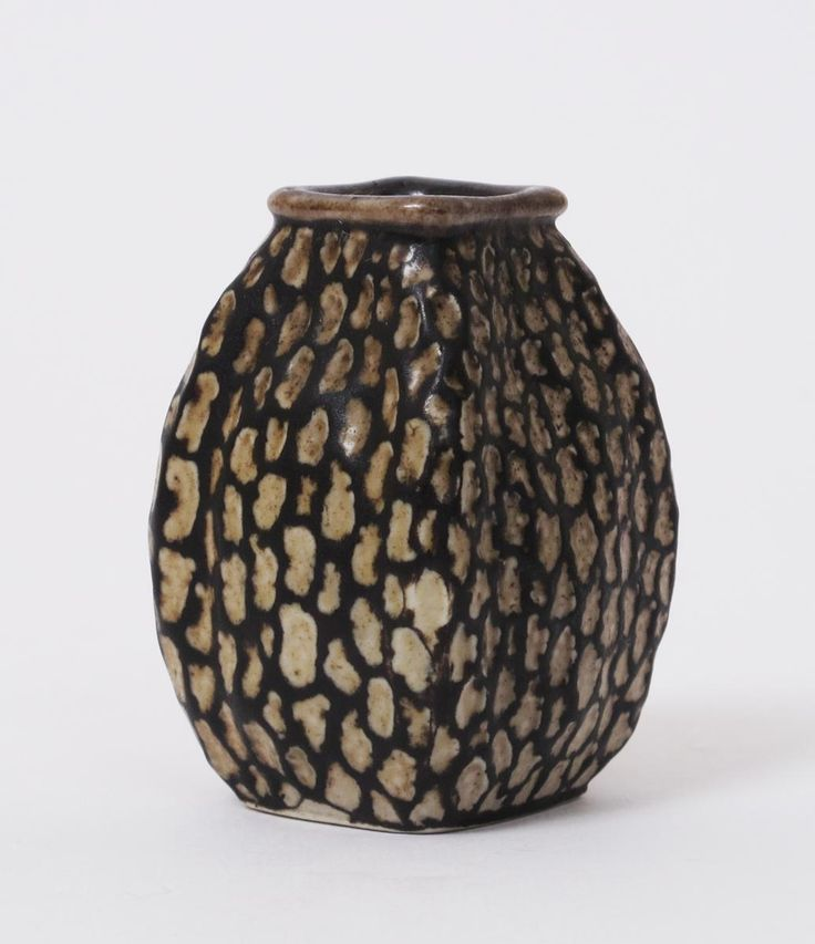 Lot 32 - A Martin Brothers stoneware gourd vase by Edwin & Walter Martin, dated 1907, swollen square section,
