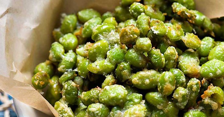 Baked in the oven, this edamame recipe is a tasty snack with only 123 calories! A filling food that will help you reach your weight goals.