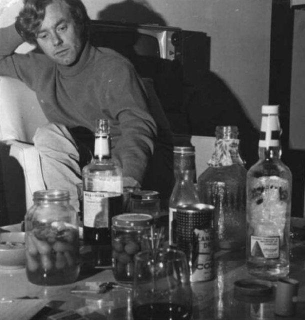 Jedno z ostatnich zdjęć Krzysztofa Komedy. Jego mieszkanie, koniec września 1968 r. - zdjęcie