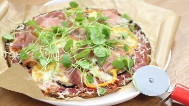 Op reis met Hilde De Baerdemaeker: glutenvrije pizza met bloemkool, taleggio en aubergine