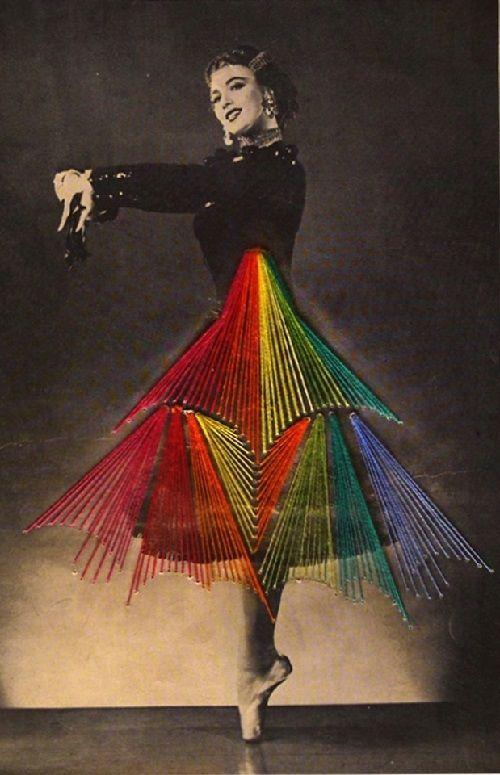Dança bordado pelo artista chileno Jose Romussi.