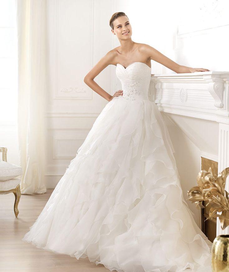 Pronovias vous présente la robe de mariée Lastel. Glamour 2014.   Pronovias