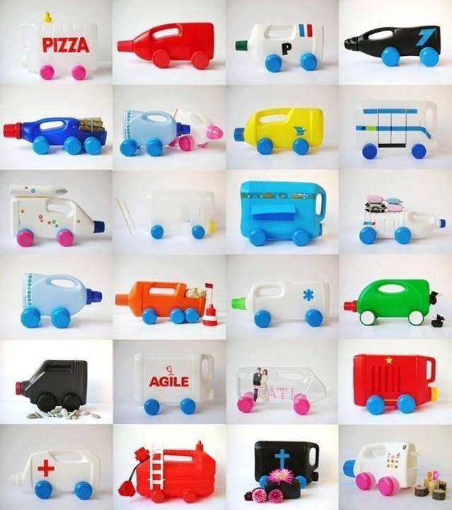 Verschillende soorten auto's van plastic melkflessen