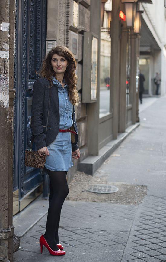 Look : veste à coudières Bonobo, robe en tencel Bonobo, escarpins rouges Eco Vegan Shoes, pochette vegan Matt & Nat