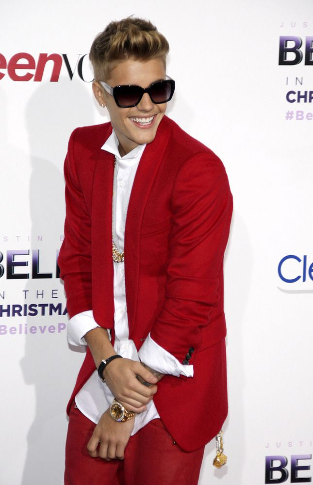 "Justin Bieber just got a new red outfit so he can go hang with his ""gangsta"" buds and do some quality time wid dem......ahahaha."