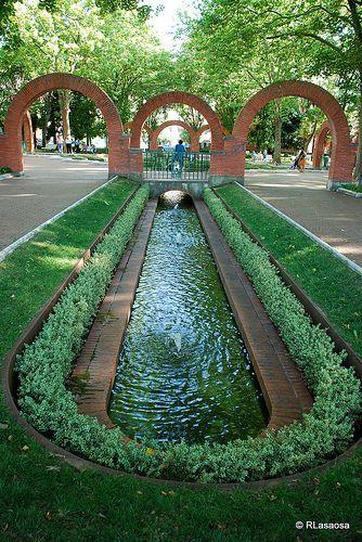 Parque de la Media Luna, Pamplona    El Parque de la Media Luna fue construido en 1935 por Víctor Eúsa, sin duda uno de los arquitectos navarros de mayor relieve del siglo XX.
