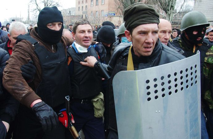 Anti-Maidan militiamen detain the head of the regional police after storming the regional police building in the eastern Ukrainian city of Horlivka (Gorlovka), near Donetsk, on April 14, 2014. (AFP Photo / Alexey Kravtsov)