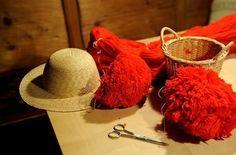 Zwischen Tradition und Kommerz: der Bollenhut verkörpert den Schwarzwald schlechthin - und ist damit weltweit zum Aushängeschild geworden.  - Bild 1