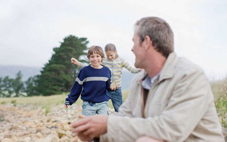 Fathers face long hours and inflexible workplaces that are preventing them   from playing the role in their children's lives that they would like, argues   Lucy Powell, shadow children's minister