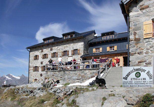 Die Braunschweiger Hütte mit Terrasse