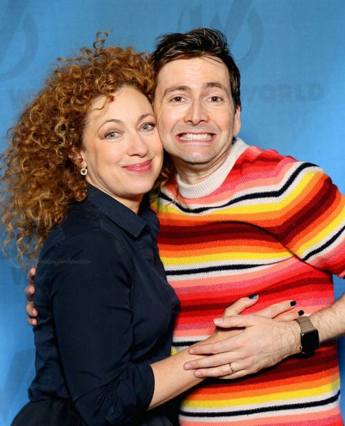 alex kingston kissing girls