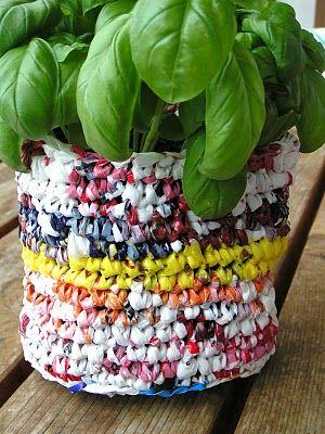 Mami Made It: Tutorial: Recycled Plastic Bag Flowerpot Blumentopf aus Plastiksäcken (English & Dutch)