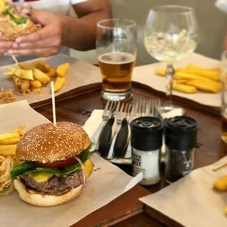 Planning to eat at your desk today? Get some fresh air and stop by for lunch in our sunny green garden! Burgers are a must. #Peddlars #BurgerTime #MondayBlues #donteatatyourdesk #joinusforlunch #lunchideas #capetownlunch #constantia #eatout #eateateat #lunchtime #workworkwork